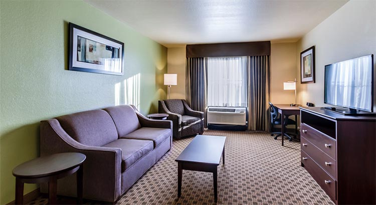 Cobblestone Inn and Suites in Waverly, Iowa - Hotel Accomodations