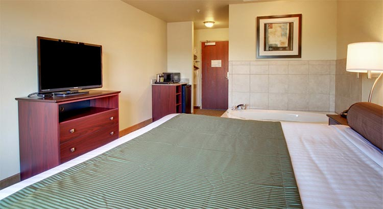 Single King Whirlpool Suite