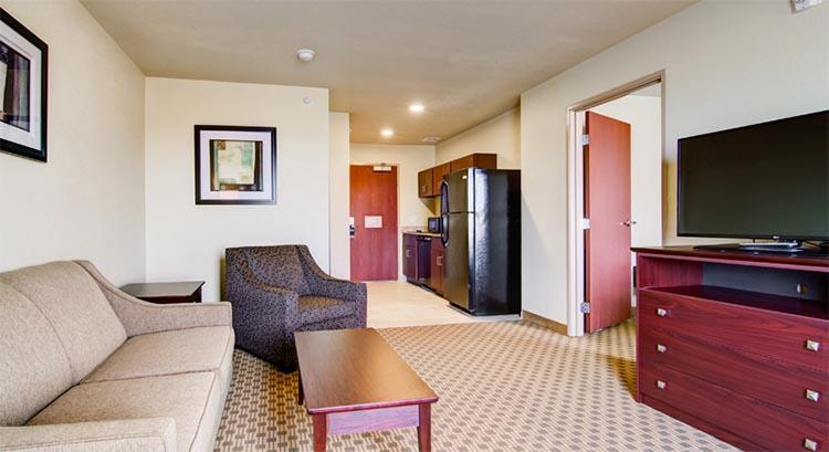 Standard King Suite Livingroom