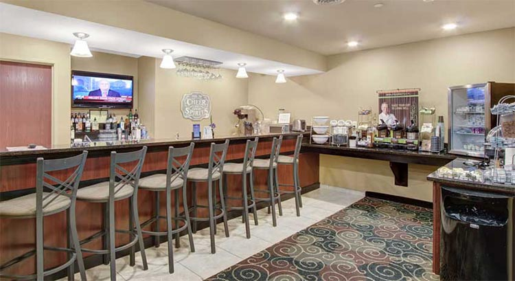 Breakfast and Bar Area