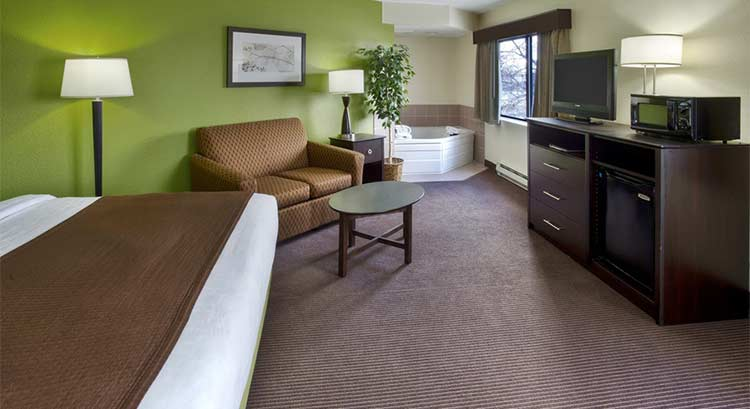 King Whirlpool Suite
